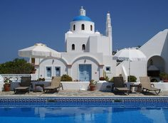 Aethrio || Ideally located in the heart of Oia, Aethrio Hotel offers spacious rooms and apartments with sunset views.