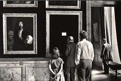 Elliot Erwitt FRANCE. Yvelines department. 1975. The Castle of Versailles