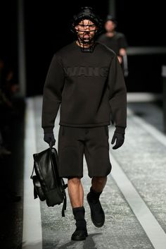The Alexander Wang x H&M collection debuts on the runway in New York - Fucking Young! Grey Fashion, Urban Fashion, Mens Fashion, High Fashion, Sport Chic, Badass Outfit, Evolution Of Fashion, Mens Trends, Black Boys