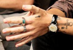 his hands OMG ♥