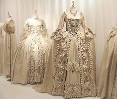 vestidos barrocos - dressed like marie antoinette times - Vestido 1800s Fashion, 18th Century Fashion, Vintage Fashion, 19th Century, French Fashion, Antique Clothing, Historical Clothing, Historical Dress, Women's Clothing