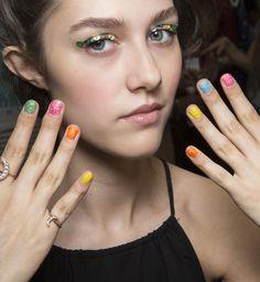 Kolorowe paznokcie, Ashish, fot. Imaxtree