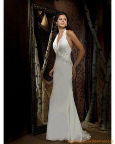 Traditionelle Brautmode 2013 aus Satin und Chiffon V-Ausschnitt verziertes Korsett und  bodenlanger Rock mit Schleppe