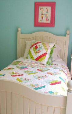 Floral Bouquet Quilt - on bed by twinfibers, via Flickr