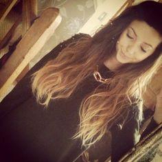 Ok I love her hair like this :p