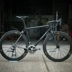 6al 4v Custom Head Turner - proud to be British --> An all black bike called Enigma? Yes, please!