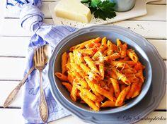 Schnelle One Pot Pasta in einer leckeren Paprika Sahne Sauce und Parmesan. Fertig in 20 Minuten