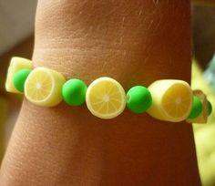 Bracelet perles citrons et perles satinées. : Bracelet par laboiteabijouxnanny