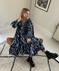 dinner date outfits Fashion 2020, Look Fashion, Korean Fashion, Mode Outfits, Fashion Outfits, Fashion Trends, Fashion Tips, Simple Outfits, Casual Outfits