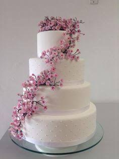 Znalezione obrazy dla zapytania bolos cenográficos para casamento com flores Cherry Blossom Cake, Cherry Blossom Wedding, Wedding Cake Cookies, Quinceanera Cakes, Fake Cake, Amazing Wedding Cakes, Wedding Cake Designs, Creative Cakes, Romantic Weddings