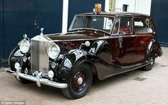 Mariage royal 1950 Rolls-Royce Phantom IV à Royal Mews - Des Voitures Rolls Royce Phantom, Rolls Royce Models, Rolls Royce Cars, Rolls Royce Limousine, Limousine Car, Classic Cars British, Best Classic Cars, Luxury Car Rental, Luxury Cars