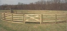 How Build a Safe Round Pen on an Extreme Budget A How Build a Safe Round Pen on an Extreme Budget A - Art Of Equitation Horse Shelter, Horse Stables, Horse Farms, Round Pens For Horses, Horse Round Pen, Horse Pens, Horse Corral, Farm Projects, Building A Fence