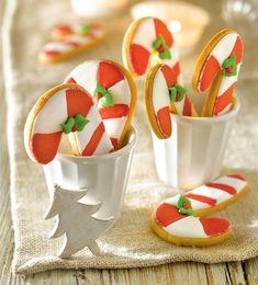 Galletas en forma de bastoncitos de Navidad
