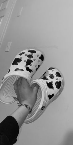 cow print teen crocs inspo Aesthetic Shoes, Aesthetic Clothes, Cow Outfits, Western Shoes, Cow Decor, Swag Shoes, Cow Pattern, Cute Sneakers, Applis Photo