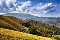 Munţii Baiului Patras, Beautiful Places, Beautiful Pictures, Romania, Awesome, Amazing, Bali, Clouds, Urban