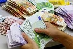 A bank employee counts Euro notes at Kasikornbank in Bangkok 100 Euro, My Money, How To Make Money, Gold Money, Assurance Vie, Cyprus News, Wealth, Accounting, Ireland