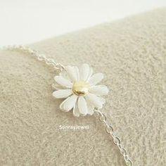 Daisy flower bracelet in si..