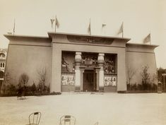 Egyptian Pavillon during the World's Fair of 1889 in Paris. The World's Fair opened on May Revival Architecture, Classical Architecture, Old Paris, Centenario, World Photo, Paris Photos, World's Fair, Dieselpunk, Bastille