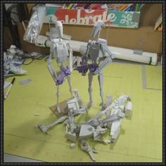 This Star Wars papercraft is a Battle Droid, a model of droid built by Baktoid Combat Automata to serve as military foot-soldiers, the paper model was c 3d Paper, Origami Paper, Paper Crafts, Stargate, Star Wars Battle Droids, Free Paper Models, Papercraft Download, Science Fiction, Geek Crafts