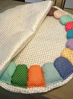 【サニーマットの作り方】絶対に完成までたどり着ける!作り方5つのポイント | ママディア Baby Sewing Projects, Sewing For Kids, Sewing Toys, Sewing Crafts, Designer Bed Sheets, Sewing Pillows, Baby Pillows, Baby Room Decor, Embroidery Techniques