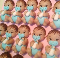 Cuántos  bebés !!!! Baby Party, Tea Party, Fondant Baby, Clay Baby, Christmas Ornament Crafts, Polymer Clay Miniatures, Baby Shower Cupcakes, Pasta Flexible, Doll Patterns