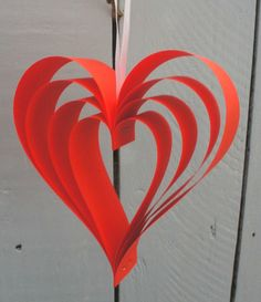 Perfect for Valentine's Day. Really quick and easy to make with paper and a stapler! Great kids craft idea too! 's Day irispaperfolding Valentine Crafts For Kids, Valentines Diy, Valentine Decorations, Iris Paper Folding, Paper Folding Crafts, Paper Flowers For Kids, Book Christmas Tree, Paper Flower Tutorial, Red Paper