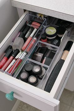 Easy Makeup Organization Tips Do you have tons of makeup tools at home? Do you have empty drawers? Check out this makeup organization drawer so you can tidy up the place and keep your makeup neatly organized.