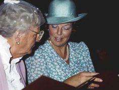 ANP Historisch Archief Community - Koningin Beatrix Juliana Rodekruis Postzegels