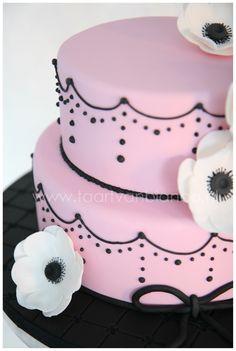 Pink and Black cake by taart van Bianca
