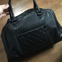 Steven Madden I just bought it brand new with tag. Perfect condition. Offers accepted and trades as well. Steve Madden Bags Shoulder Bags