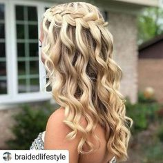 Pinned Hair-- Popular Easy Hairstyle, Pinned hair is among the most deceptively simple hairdos for long hair. Pinned Hair-- Popular Easy Hairstyle, Pinned hair is among the most deceptively simple hairdos for long hair. Dance Hairstyles, African Braids Hairstyles, Pretty Hairstyles, Teenage Hairstyles, Hairstyles Videos, Ponytail Hairstyles, Hairstyles 2018, Easy Down Hairstyles, Ethnic Hairstyles