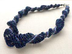 インディゴのふんわりスパイラルネックレス #カザリ咲色 #ビーズ #ビーズフラワー #ビジュー #ハンドメイド #ネックレス #手作り #手芸 #アクセサリー #コスチュームジュエリー #bead #beads #bijou #beading #beadedflower #beadswork #beadwork #beadsph #bijoux #beaded #biser #necklace #handmade
