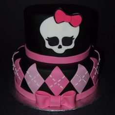 monster high birthday cakes | Monster High Birthday Cake - Kempenfelt Cakes, Barrie Ontario Monster High Birthday Cake, Birthday Cake Girls, Birthday Ideas, Festa Monster High, Monster High Cakes, Monster High Party Supplies, Barbie Cake, Cake Icing, Special Birthday