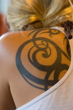 25 Great Celtic Tattoos For Women - SloDive Seriously LOVE this tattoo