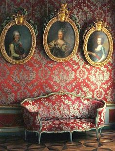 Baroque wall in russian  chateau with portrait of Catherine the greatin the center @LaVieAnnRose www.LaVieAnnRose.com