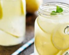 Citronnade détox « All day long » avant le réveillon : http://www.fourchette-et-bikini.fr/recettes/recettes-minceur/citronnade-detox-all-day-long-avant-le-reveillon.html