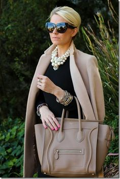 Pearls are classy, sophisticated and ultra feminine! We love layering them over neutral looks for a pop! This is a great classy outfit for midlife chic over Mode Chic, Mode Style, Style Me, Classic Style, Classic Elegance, Shoes Style, Classic Girl, Trendy Style, Classic Fashion