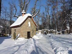 Snow, Cabin, House Styles, Outdoor, Home Decor, Historia, Outdoors, Decoration Home, Room Decor