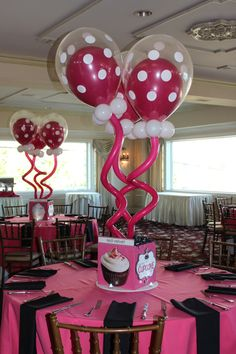 Cupcake Themed Centerpiece with Funky Balloons in Balloons