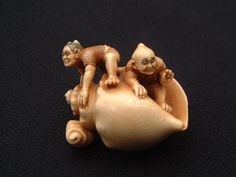 Detailed netsuke with conch