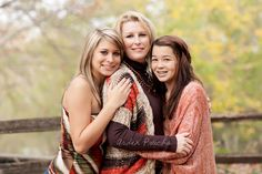 58 Best Ideas For Photography Poses Family Adults Mom Mother Daughter Poses, Mother Daughter Pictures, Sister Poses, Mother Daughter Photography, Sister Photography, Sister Pictures, Photography Poses, Mother Daughters, Family Portrait Poses