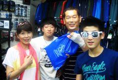 【新宿2号店】 2013年8月16日 オオカワラ一家の皆さんが夏休みでご来店されました♪ノリノリで写真に写って頂きました!また遊びに来てください☆