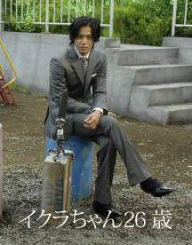 ドラマ『BORDER』が好調の小栗旬に学ぶスーツの着こなし術