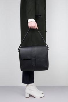 995755c4806a Лучших изображений доски «wallet»  172   Beige tote bags, Satchel ...