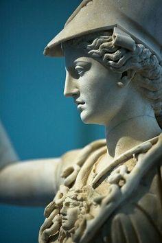 Busto de la diosa y patrona del Ática, Atenea