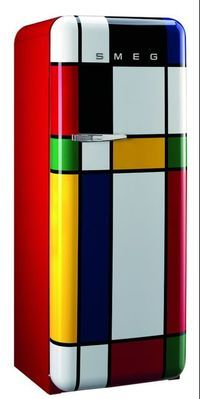 Ultimate Gift Guide for Foodies & Food Lovers Kitchen goes arty: Piet Mondrian-inspired Smeg fridge.Kitchen goes arty: Piet Mondrian-inspired Smeg fridge. Piet Mondrian, Mondrian Kunst, Bauhaus, Küchen Design, Deco Design, House Design, Painted Furniture, Furniture Design, Graffiti Furniture