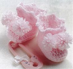 Precious Baby Booties - 12 Soft Pairs to Caress Your Baby's Feet Baby… Beau Crochet, Mode Crochet, Crochet Baby Shoes, Crochet Baby Clothes, Crochet Slippers, Diy Crochet, Knitting For Kids, Crochet For Kids, Baby Knitting