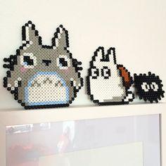 DIY: Totoro Iron-On Beads from the Heart: March 2014 - Beading Crafts Diy Perler Beads, Perler Bead Art, Pearler Beads, Fuse Beads, Bead Crafts, Diy Crafts, Arte 8 Bits, Bead Studio, 8bit Art