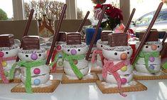 Zutaten 3 Kekse (Pfeffernüsse) 1 Kekse (Butterkeks) 1 Konfekt (Schokokranz) mit Zuckerperlen 1 Konfekt (Dominostein) 1...