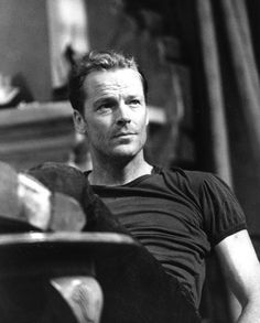 What an incredible picture of Iain Glen